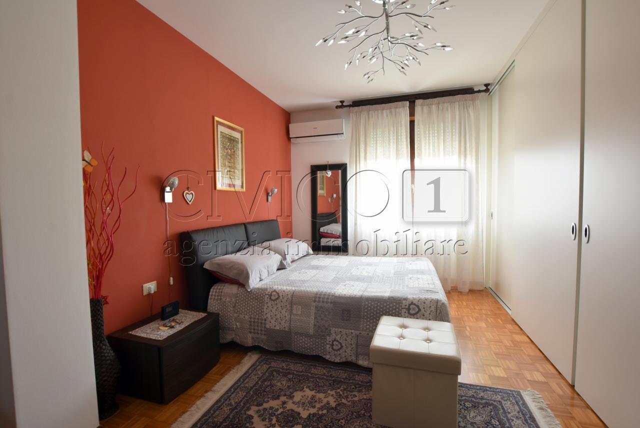 Appartamento in buone condizioni in vendita Rif. 10297567