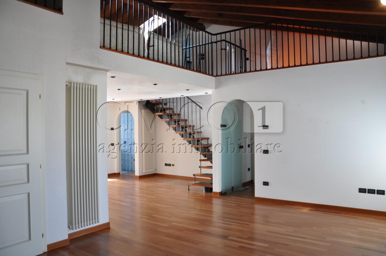 Appartamento in buone condizioni in vendita Rif. 9944073