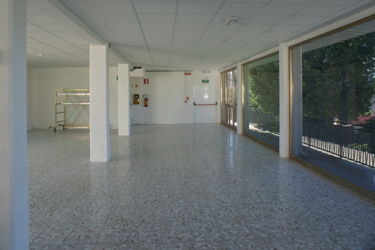 Capannone + Uffici + Piazzale a Castelnuovo Magra