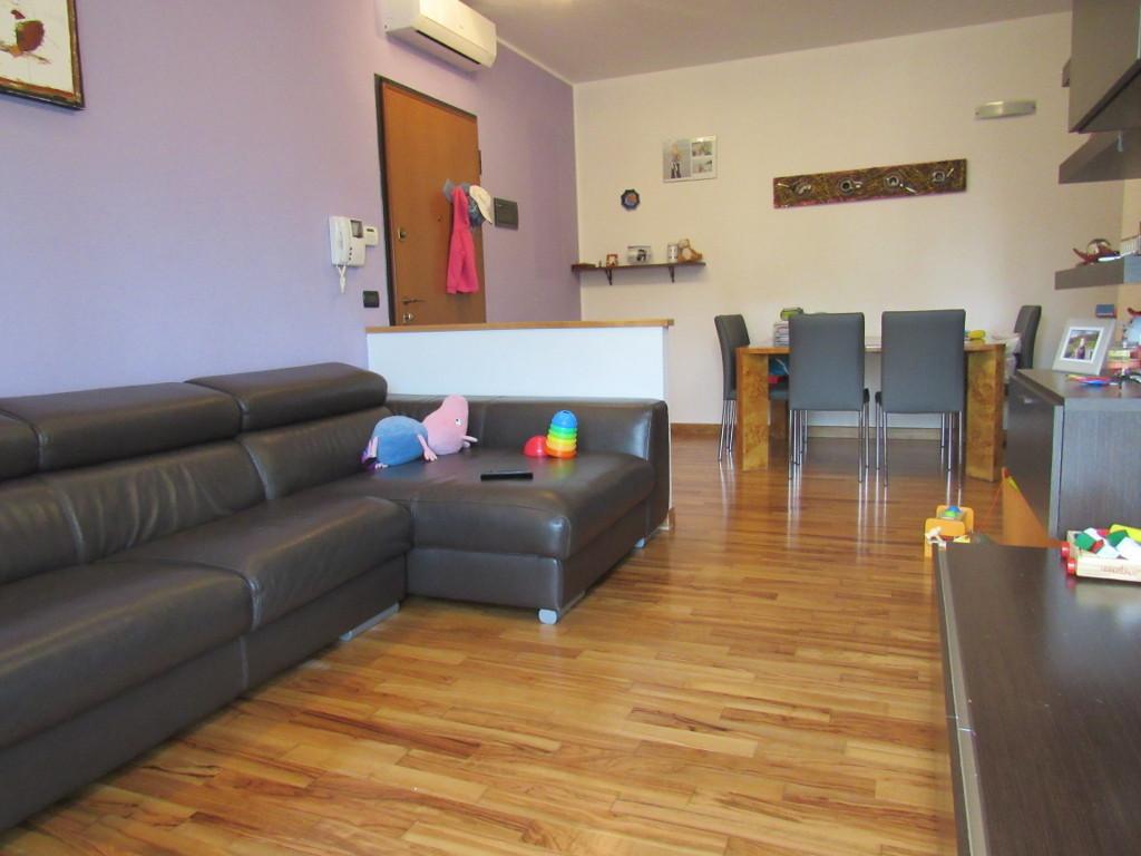 Appartamento in ottime condizioni in vendita Rif. 8518274