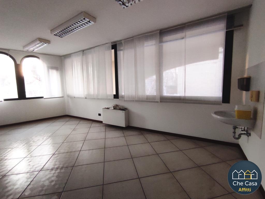 Ufficio / Studio in affitto a Bellaria Igea Marina, 6 locali, prezzo € 2.000 | CambioCasa.it