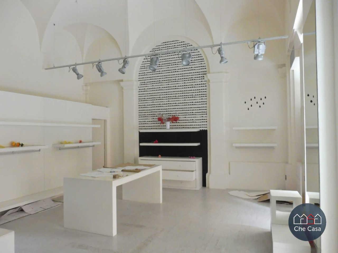Locale commerciale - 2 Vetrine a Centro storico, Cesena