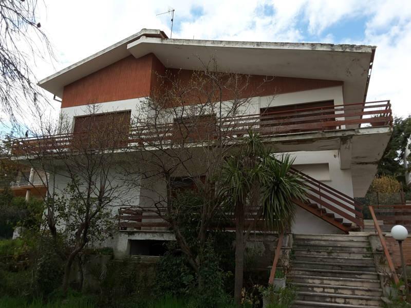 Villa in discrete condizioni in vendita Rif. 9917787