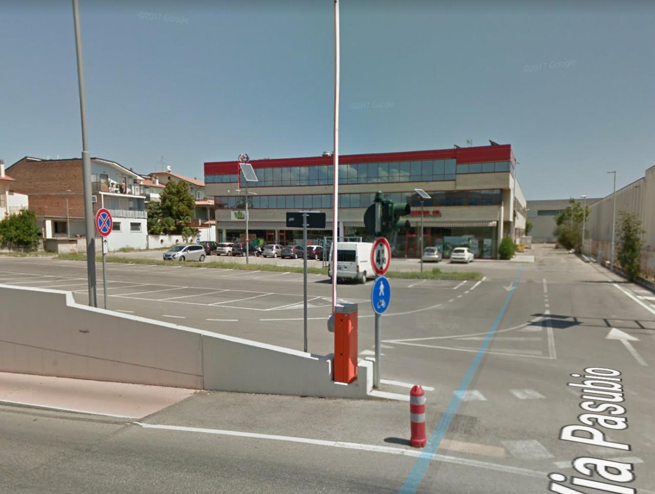 Locale commerciale - in centro commerciale a San Benedetto del Tronto Rif. 7732501