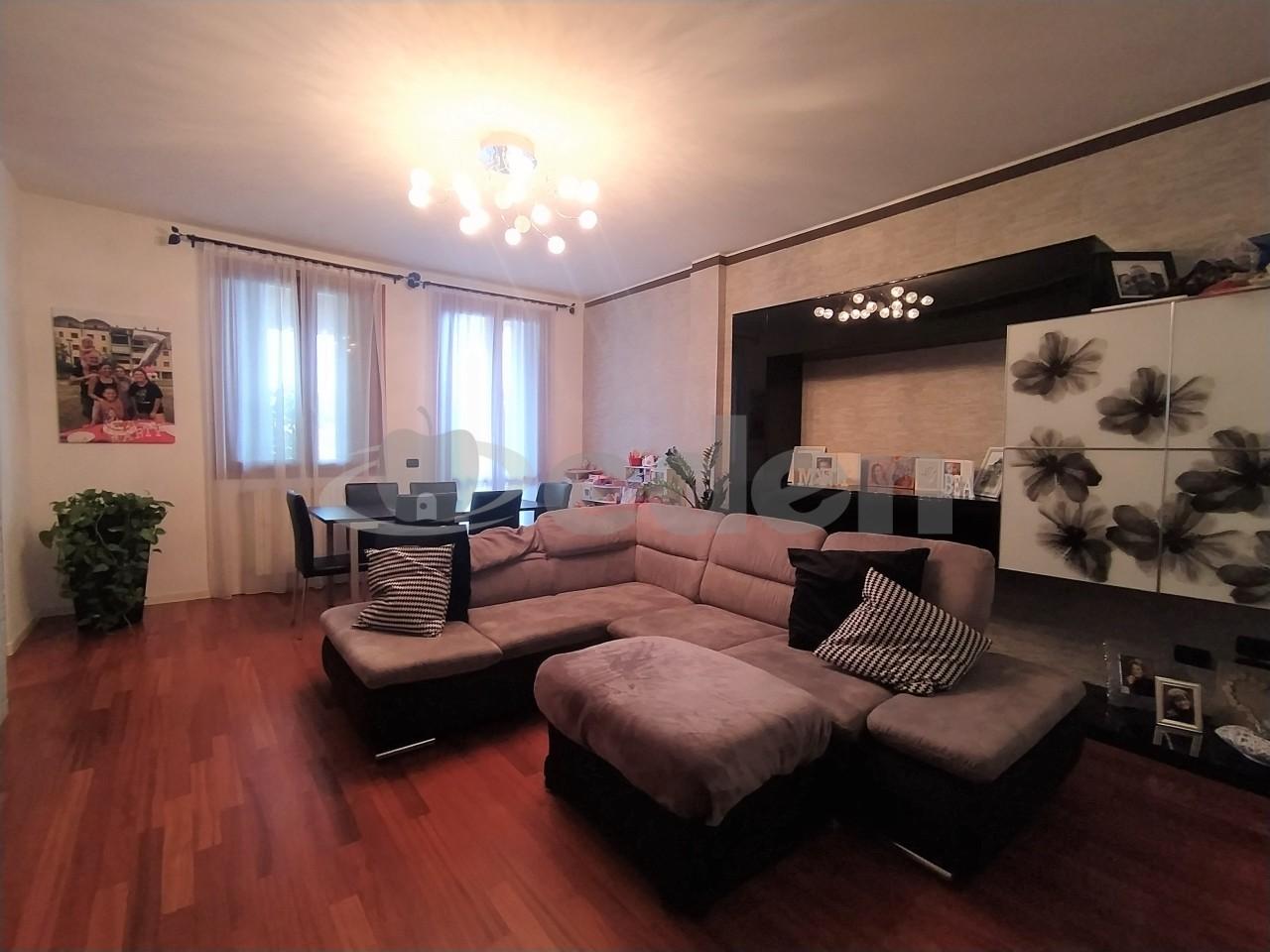 Appartamento in vendita a Modena, 9 locali, prezzo € 490.000 | PortaleAgenzieImmobiliari.it