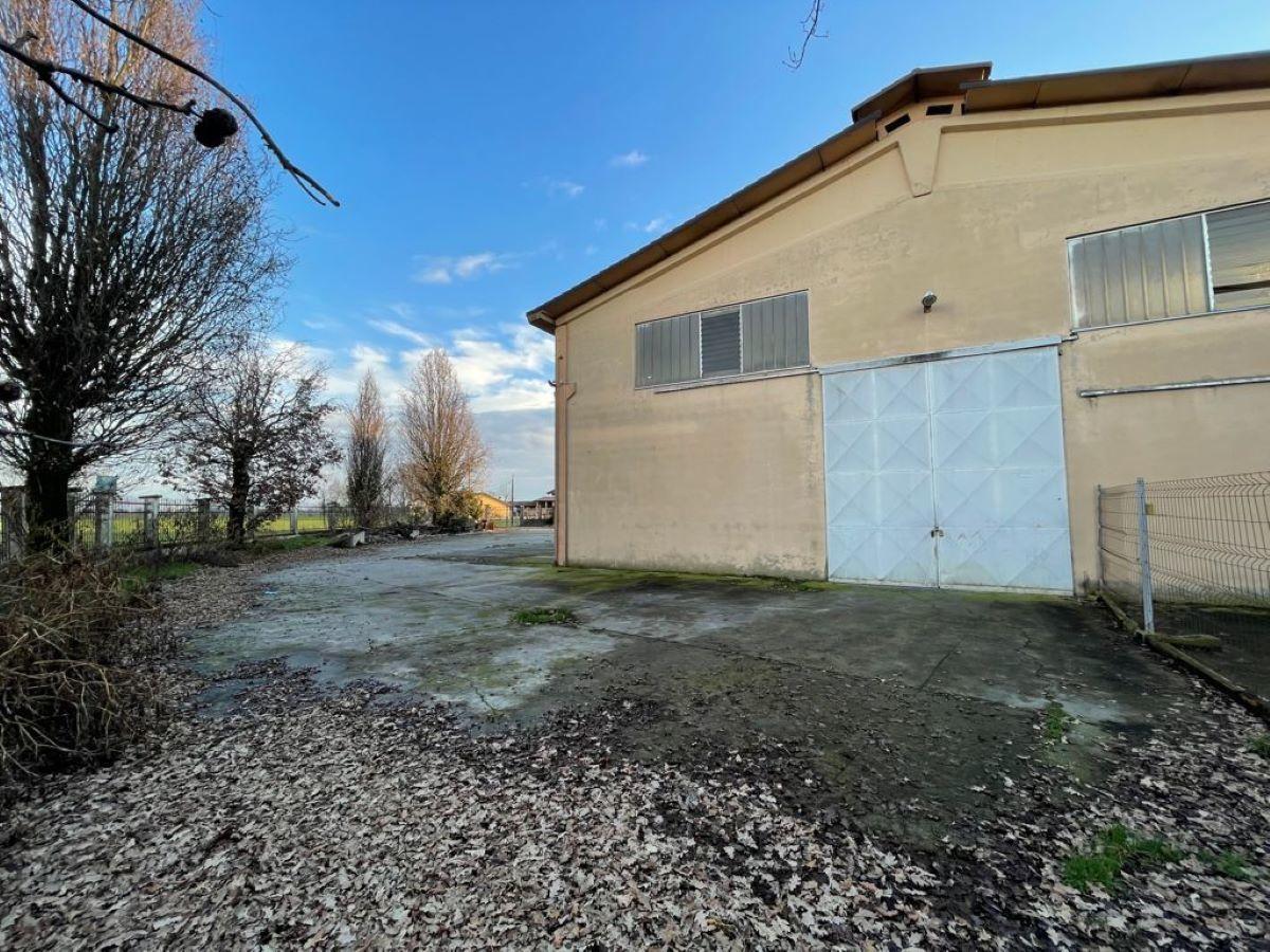 Magazzino in affitto a Chiari, 9999 locali, prezzo € 350 | CambioCasa.it