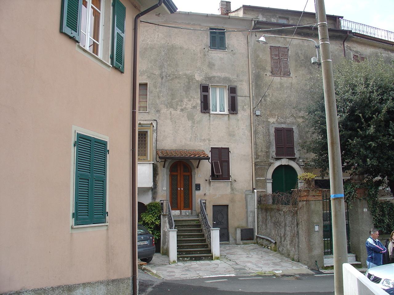 Casa semindipendente in vendita, rif. 2696