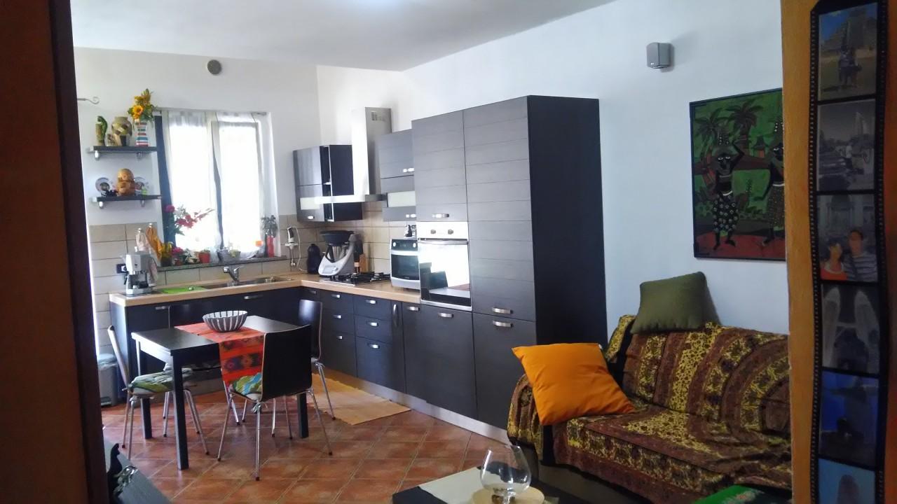 Porzione di casa in ottime condizioni in vendita Rif. 10387803