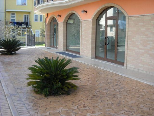 Locale commerciale - Oltre 3 vetrine a stella di monsampolo, Monsampolo del Tronto