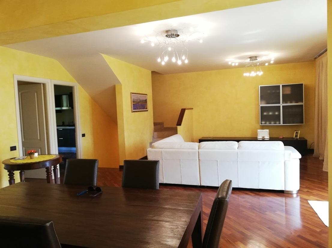 Soluzione Indipendente in vendita a Chiari, 8 locali, prezzo € 319.000   CambioCasa.it