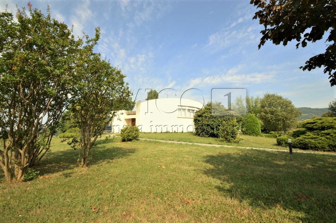 Villa in buone condizioni in vendita Rif. 10734993
