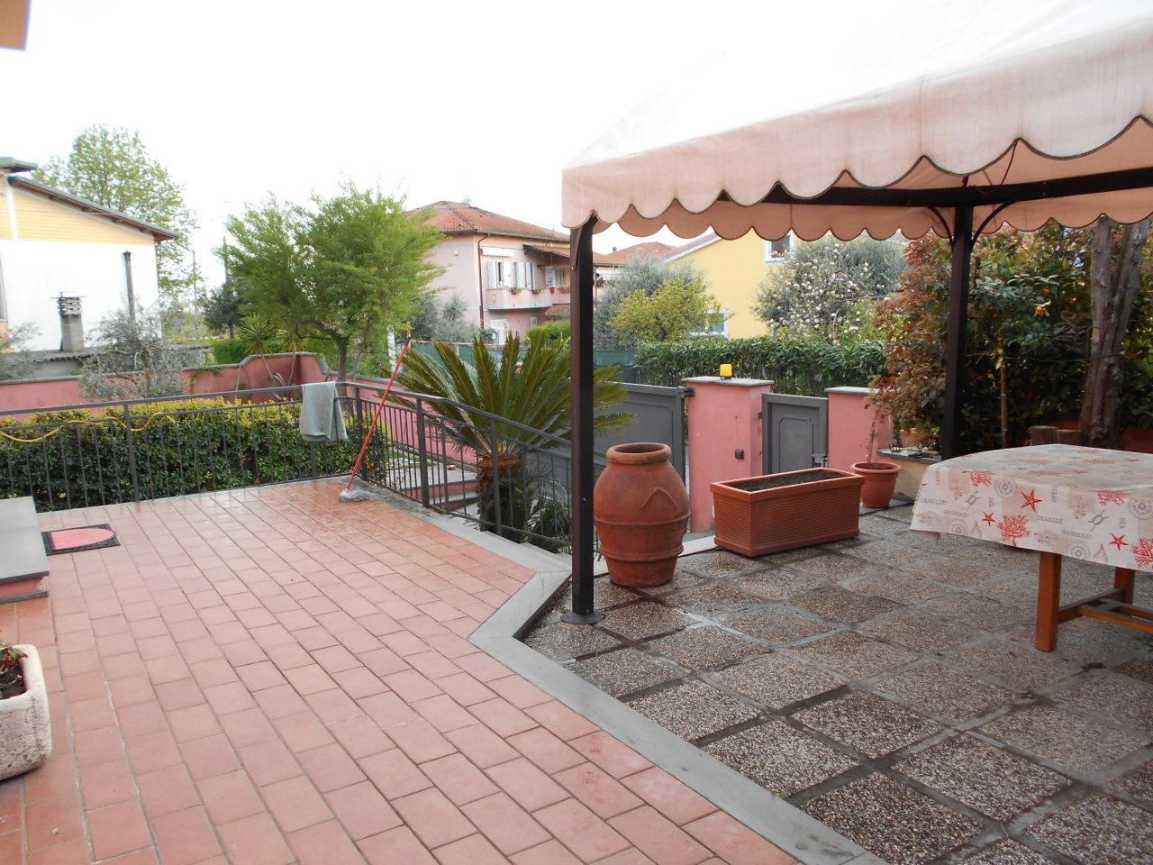 Appartamento in buone condizioni in affitto Rif. 10071325