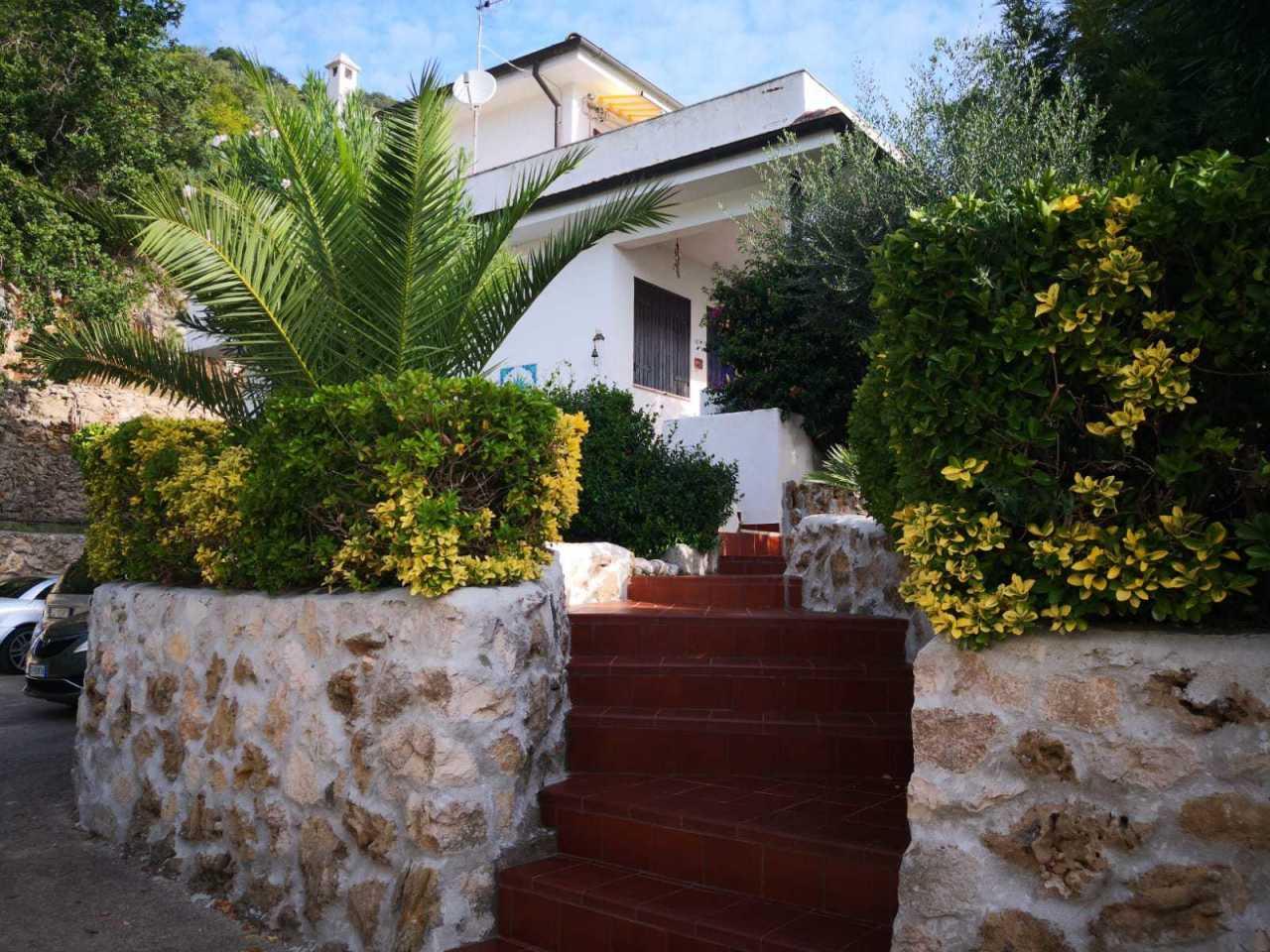 Villa in buone condizioni in vendita Rif. 8211933