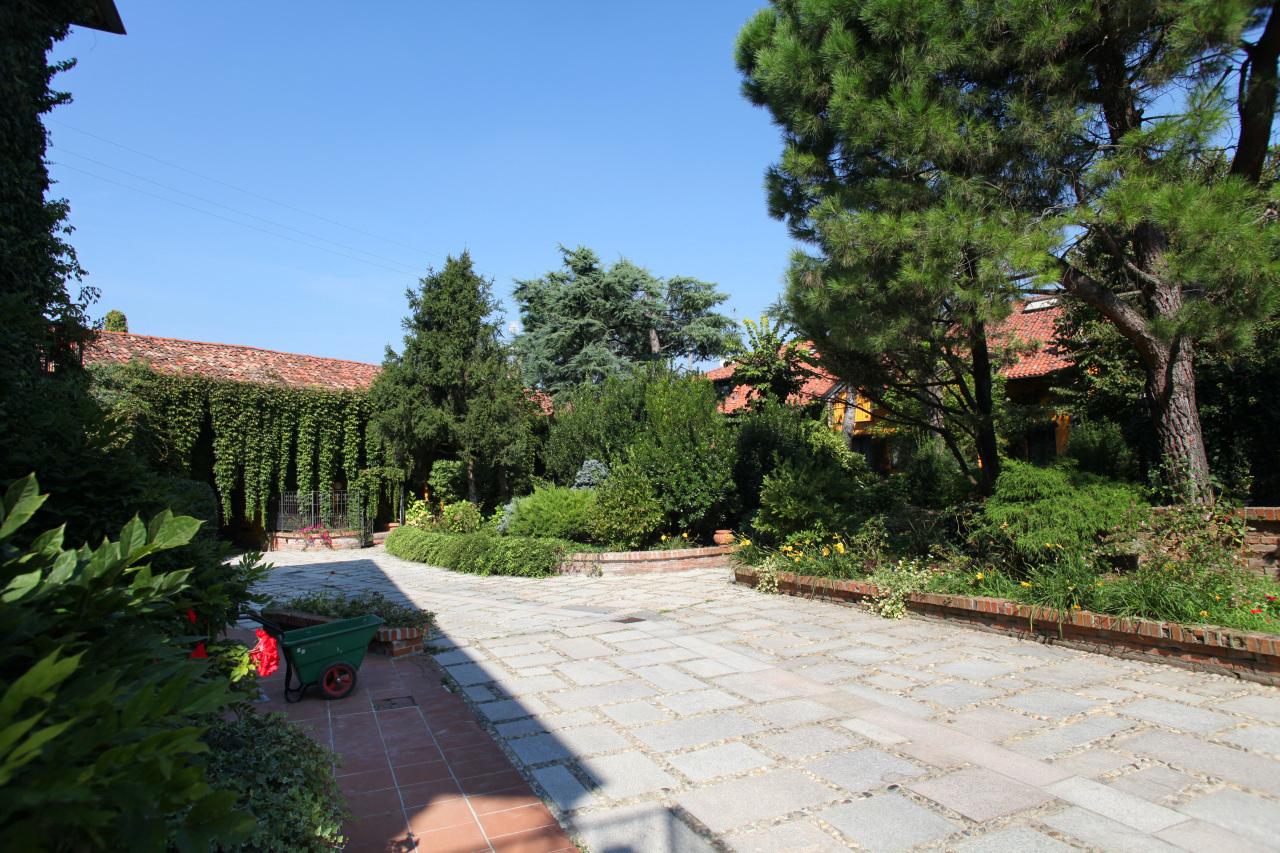 Rustico / Casale in affitto a Mediglia, 6 locali, prezzo € 2.400 | CambioCasa.it