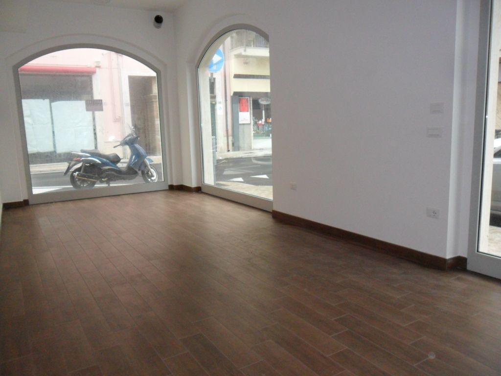 Locale commerciale - 3 Vetrine a Centro, San Benedetto del Tronto Rif. 9895023