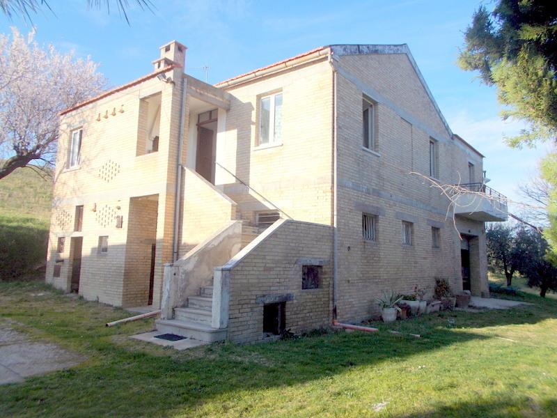 Rustico / Casale da ristrutturare in vendita Rif. 4145082