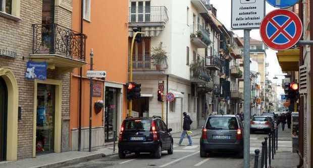 Locale commerciale - 2 Vetrine a Centro, San Benedetto del Tronto