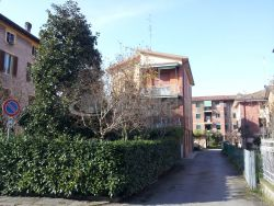 Casa Indipendente in Vendita a Modena, zona Crocetta, 350'000€, 300 m²