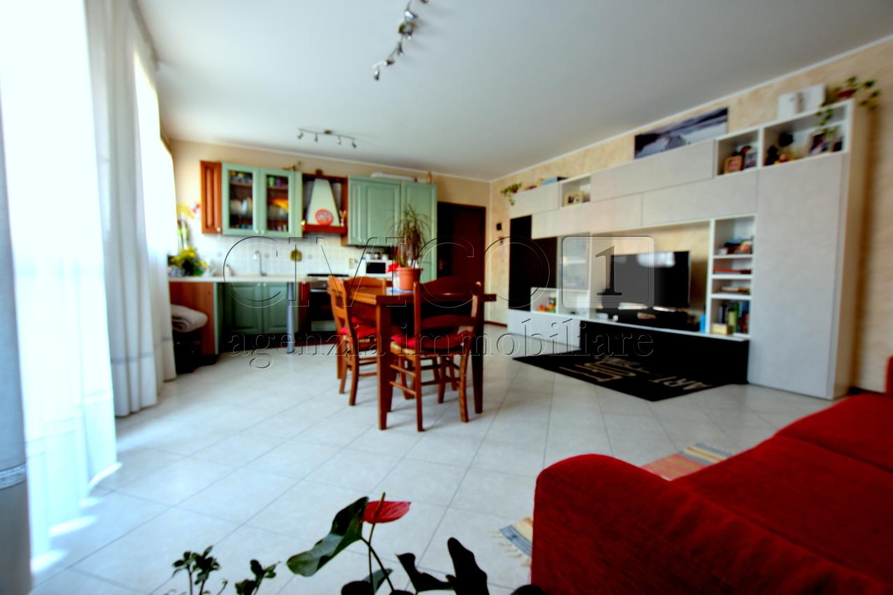 Appartamento in buone condizioni in vendita Rif. 10280773