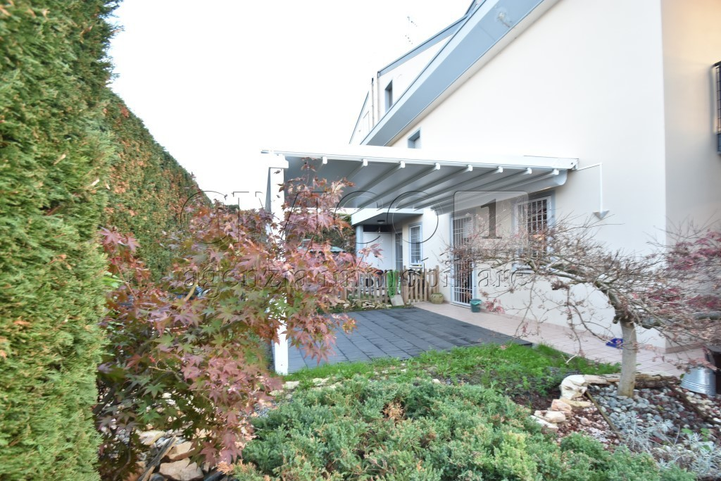 Casa Indipendente in ottime condizioni in vendita Rif. 11657709