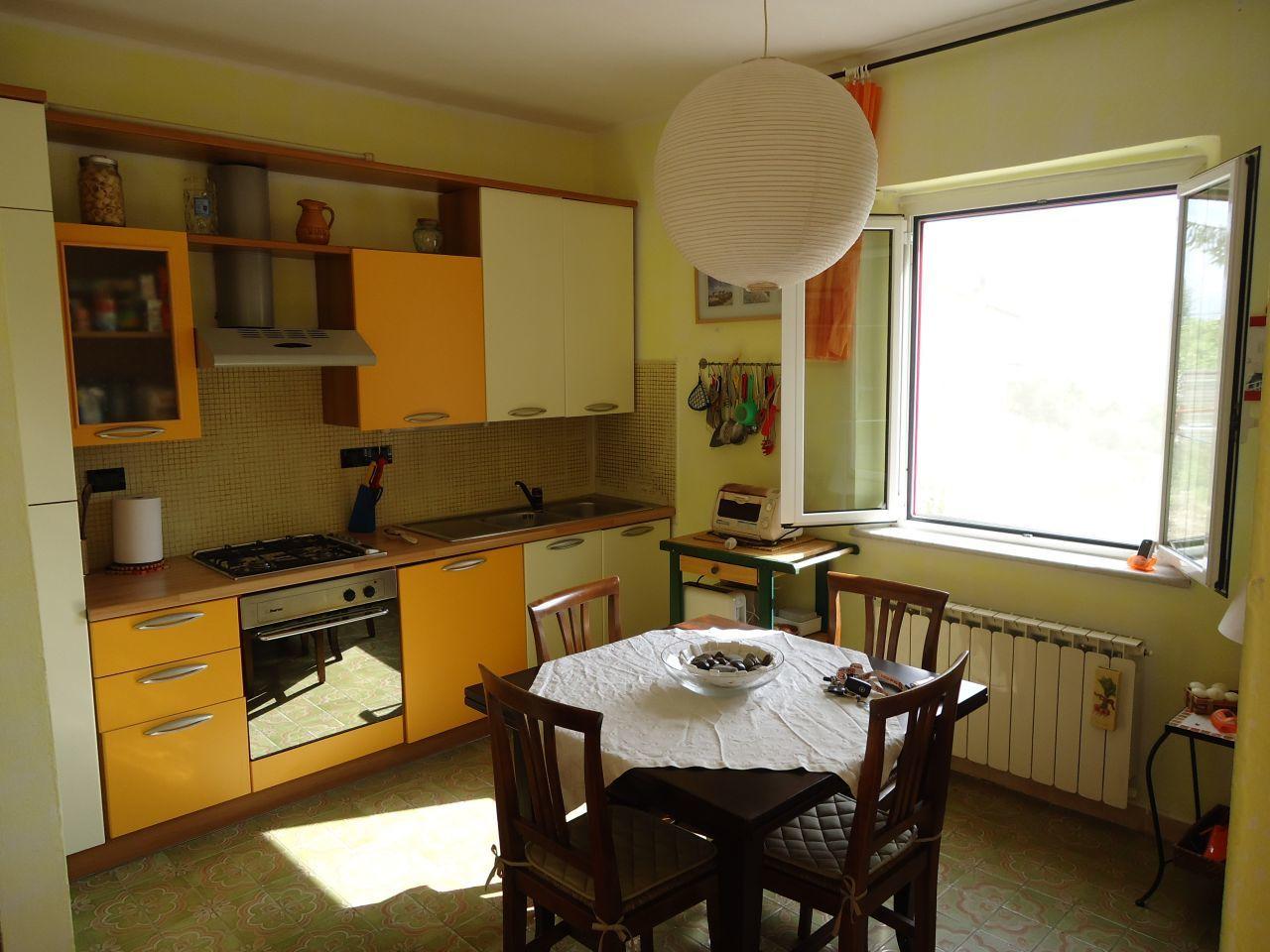 Casa semindipendente in vendita a Arcola (SP)
