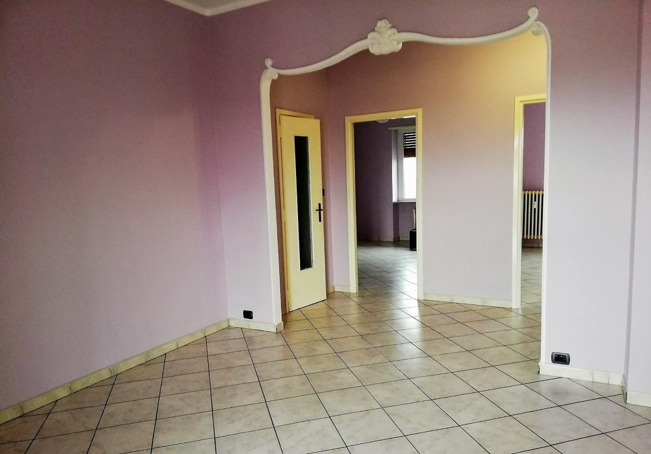 Trilocale in buone condizioni in affitto Rif. 10022386