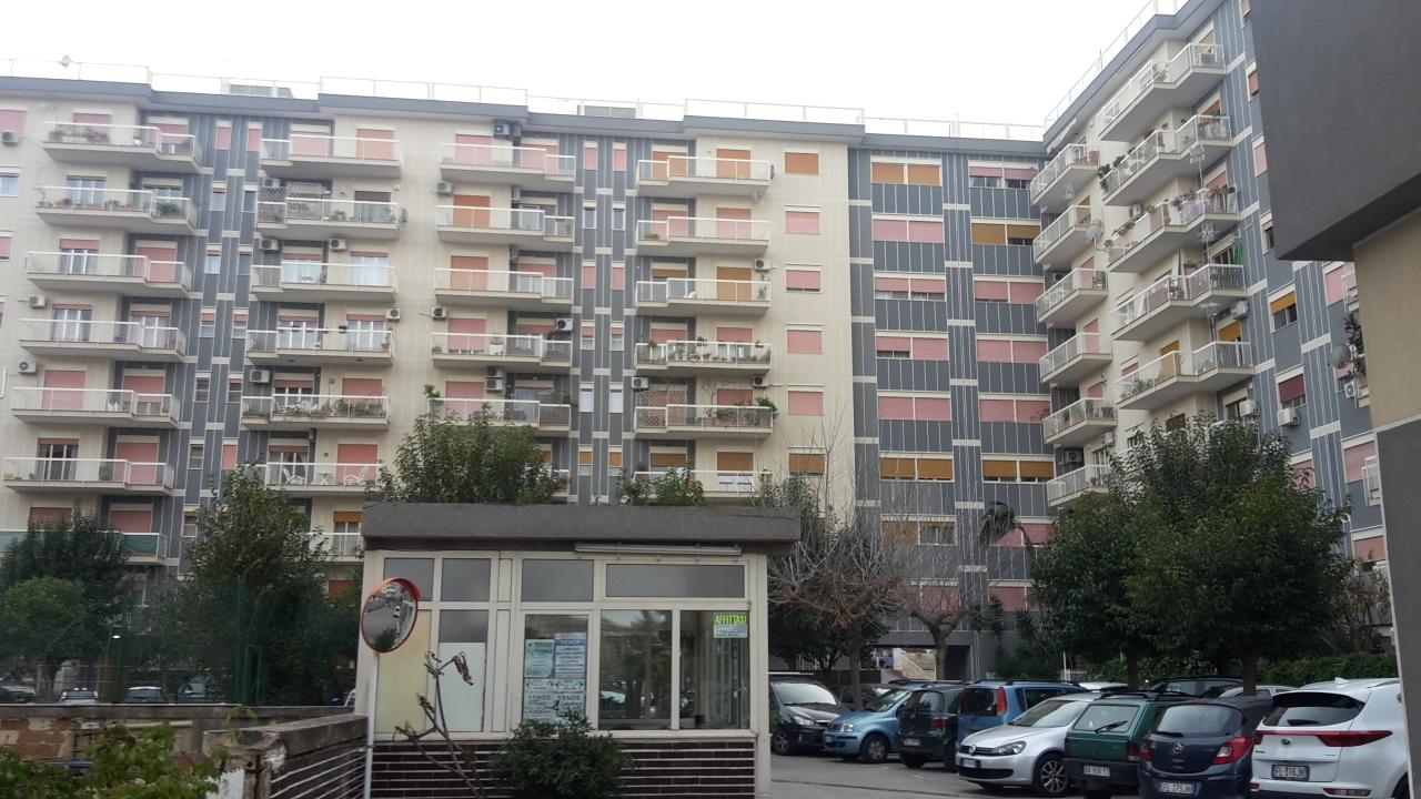 Appartamento in buone condizioni in vendita Rif. 9706999