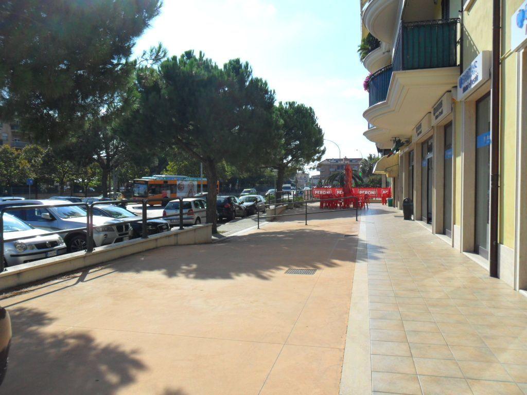 Locale commerciale - Oltre 3 vetrine a Porto d'Ascoli, San Benedetto del Tronto Rif. 11033990