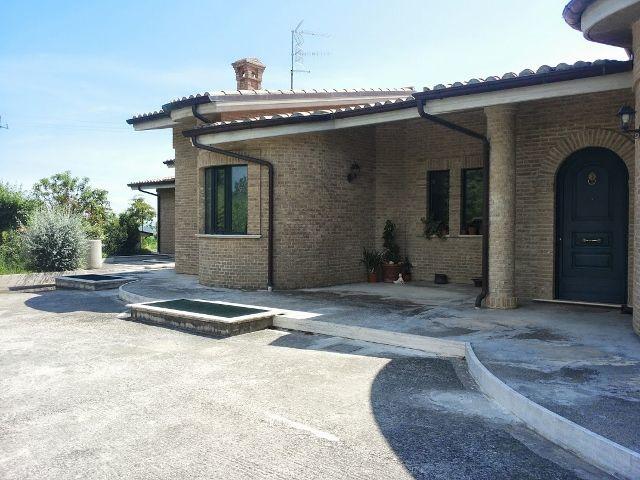 Villa in buone condizioni in vendita Rif. 4145346