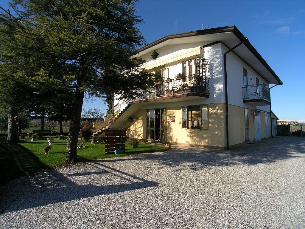 Appartamento in vendita a Latisana, 7 locali, prezzo € 130.000 | CambioCasa.it