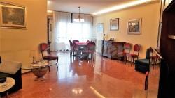 Appartamento in Vendita a Modena, zona Villaggio Zeta, 245'000€, 168 m², con Box