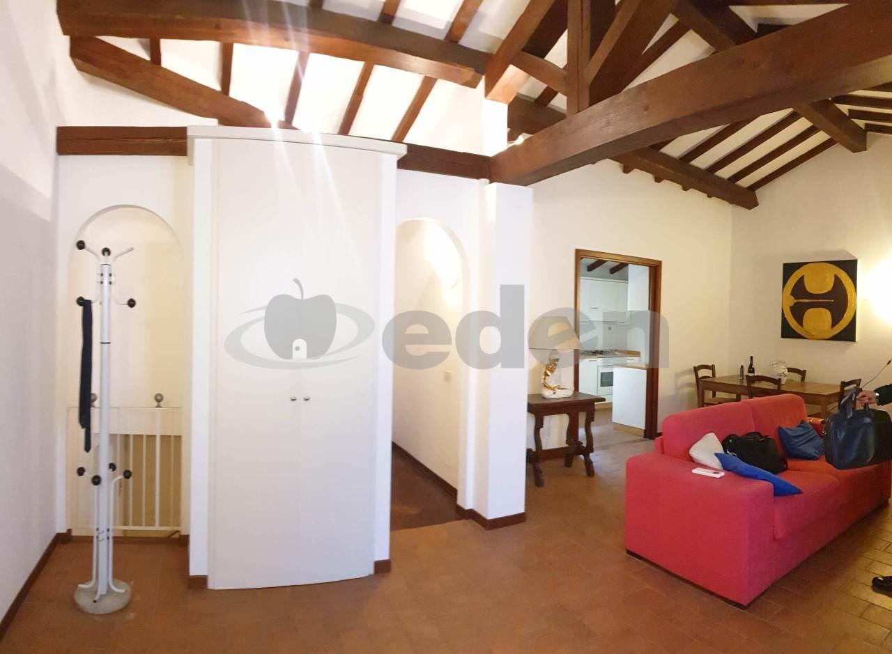 Stanza / posto letto in buone condizioni arredato in affitto Rif. 12268758