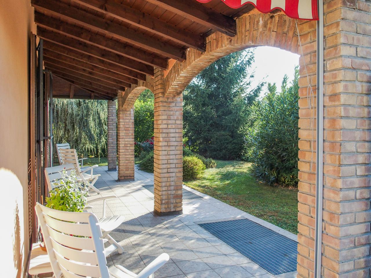 Villa in vendita a Bregnano, 12 locali, prezzo € 530.000   CambioCasa.it