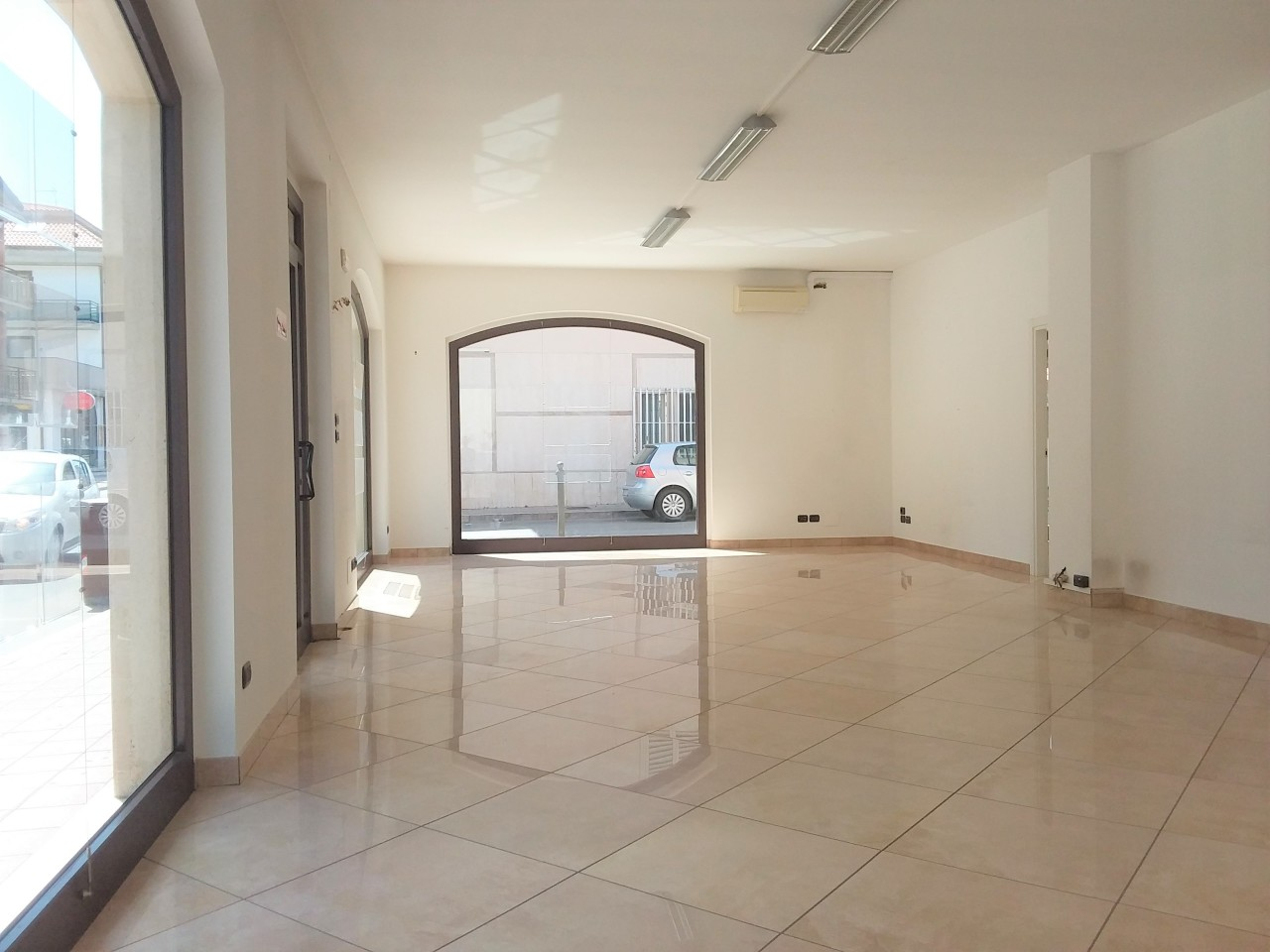 Locale commerciale - Oltre 3 vetrine a Porto d'Ascoli, San Benedetto del Tronto