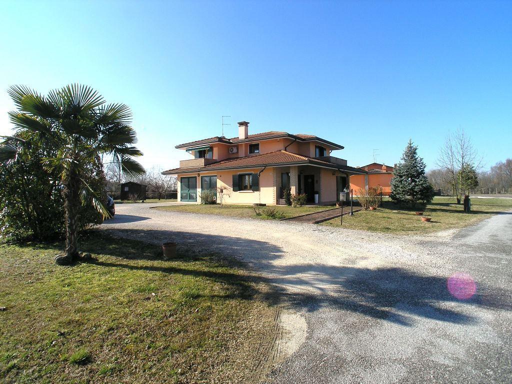 Villa in vendita a Muzzana del Turgnano, 9 locali, prezzo € 290.000 | CambioCasa.it