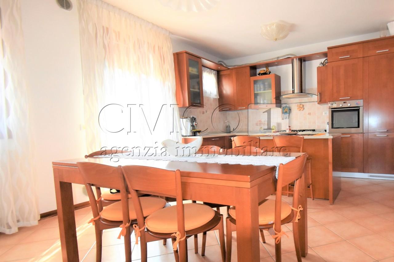 Appartamento in ottime condizioni in vendita Rif. 7212539