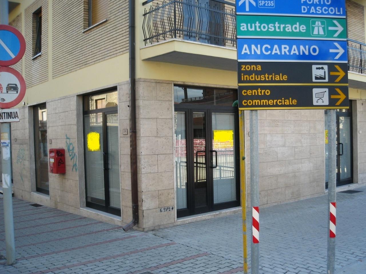Locale commerciale - 3 Vetrine a Villa Sant'Antonio, Castel di Lama Rif. 6916037