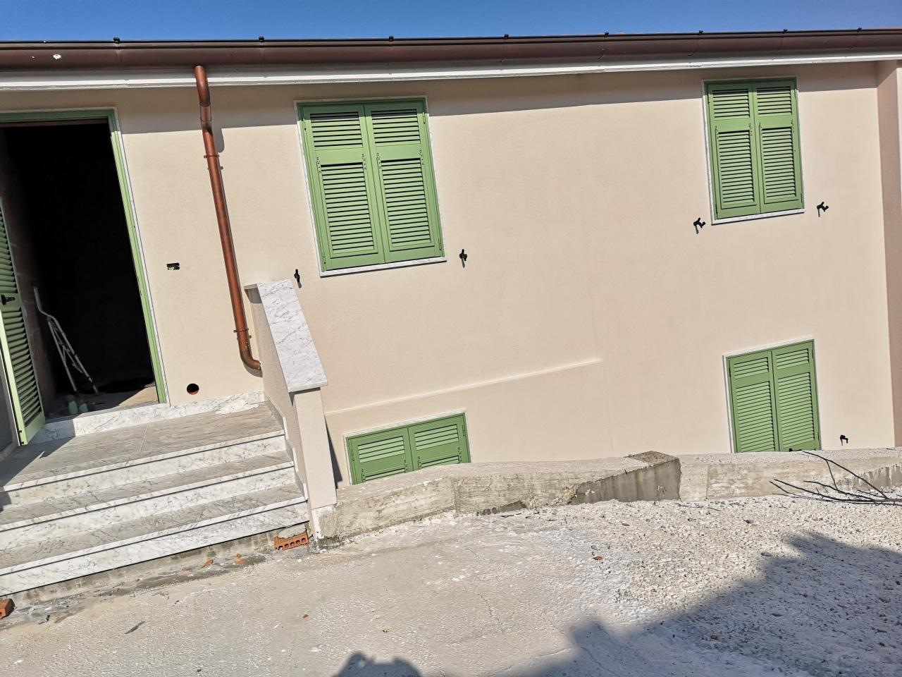 Casa semindipendente in vendita, rif. 2854