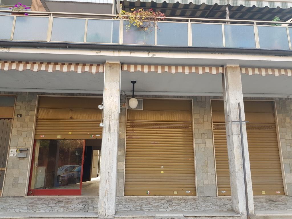 Locale commerciale - 3 Vetrine a Venaria Reale Rif. 11299429
