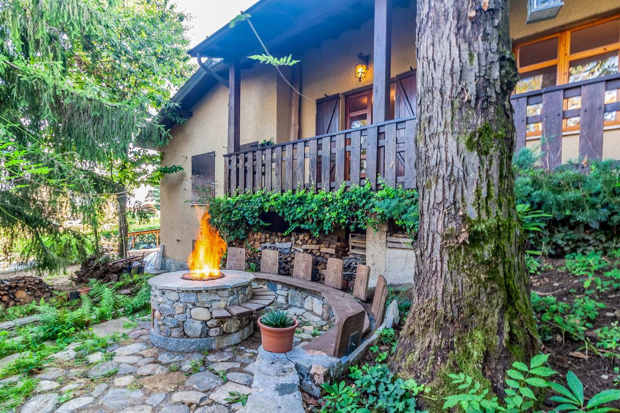 Villa in vendita a Bodio Lomnago, 9 locali, prezzo € 180.000 | CambioCasa.it