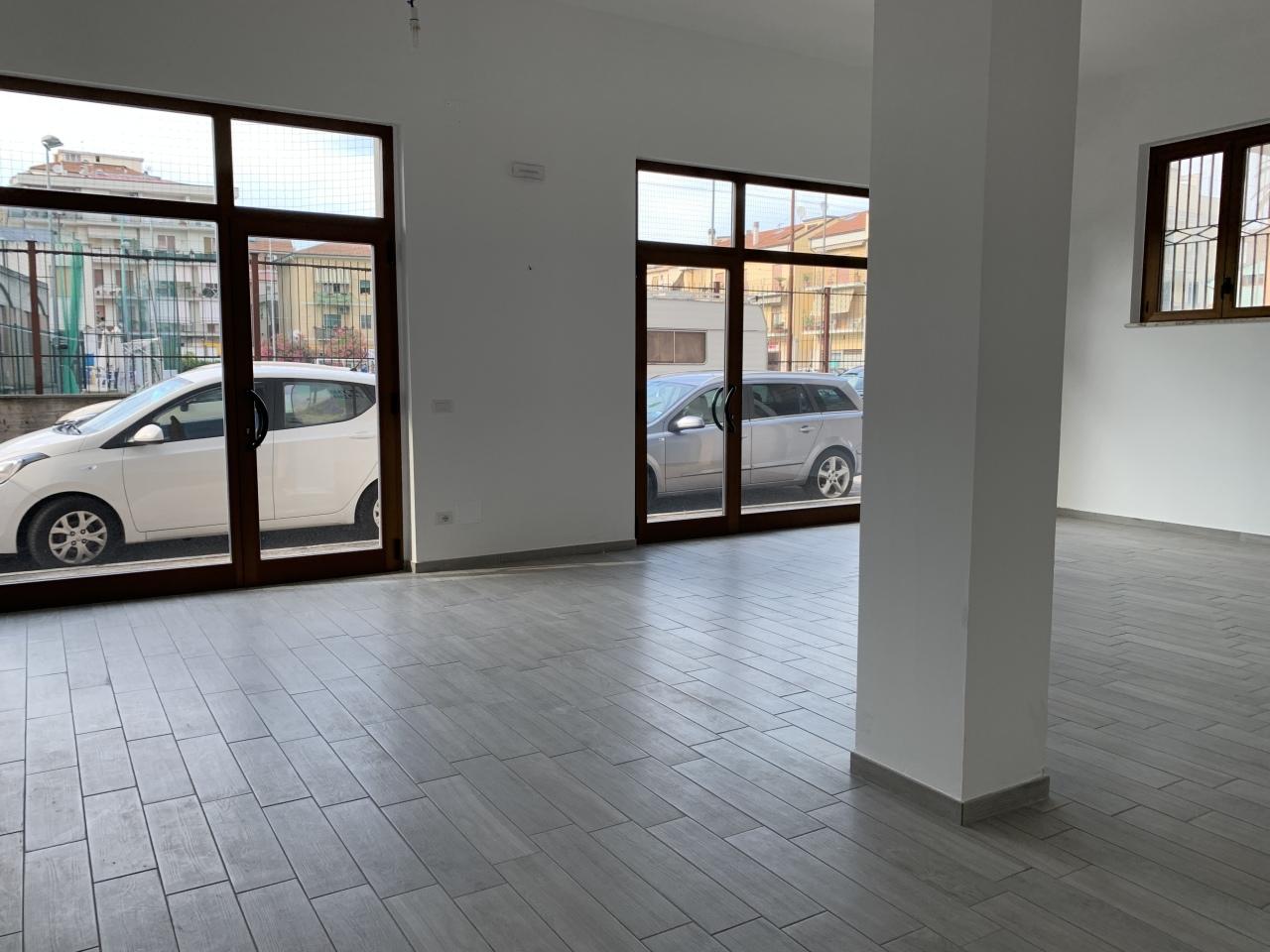 Locale commerciale - 2 Vetrine a Ascolani, San Benedetto del Tronto Rif. 10763769