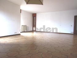 Appartamento in Vendita a Modena, zona Cialdini, 230'000€, 168 m²
