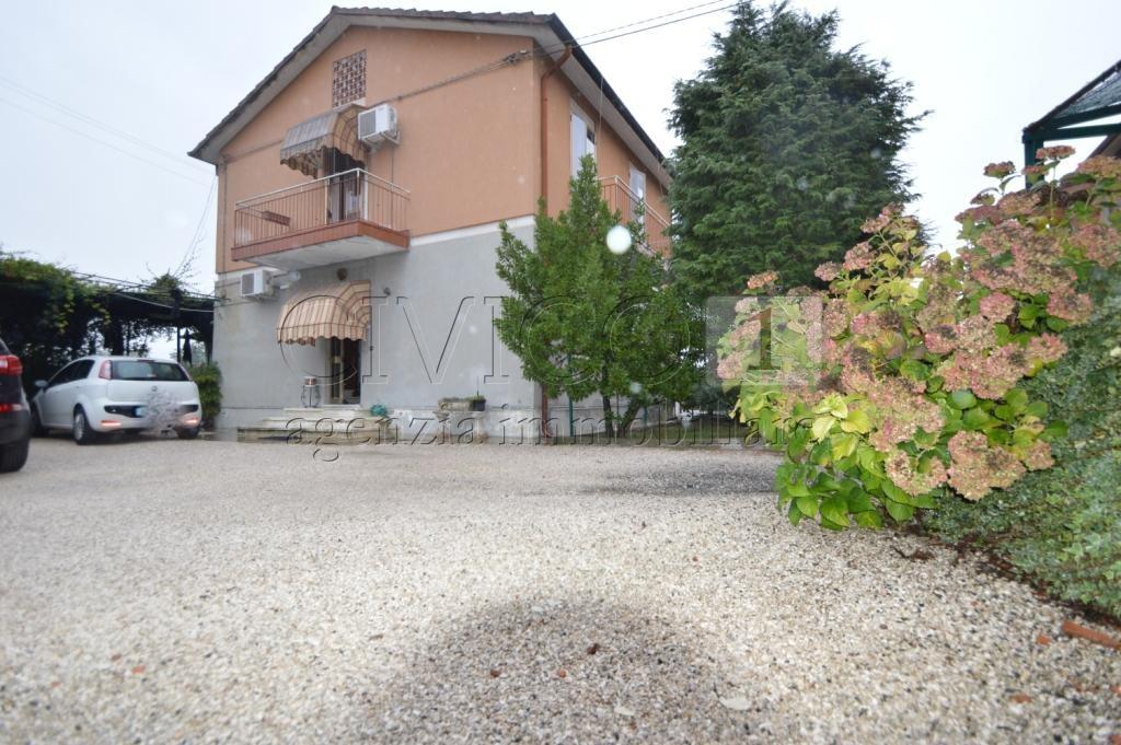 Soluzione Indipendente in vendita a Noventa Vicentina, 7 locali, prezzo € 105.000 | CambioCasa.it