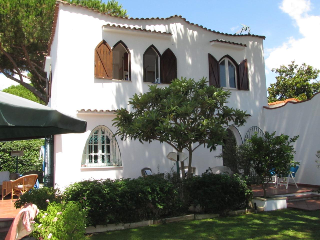 Villa in buone condizioni in vendita Rif. 4162635