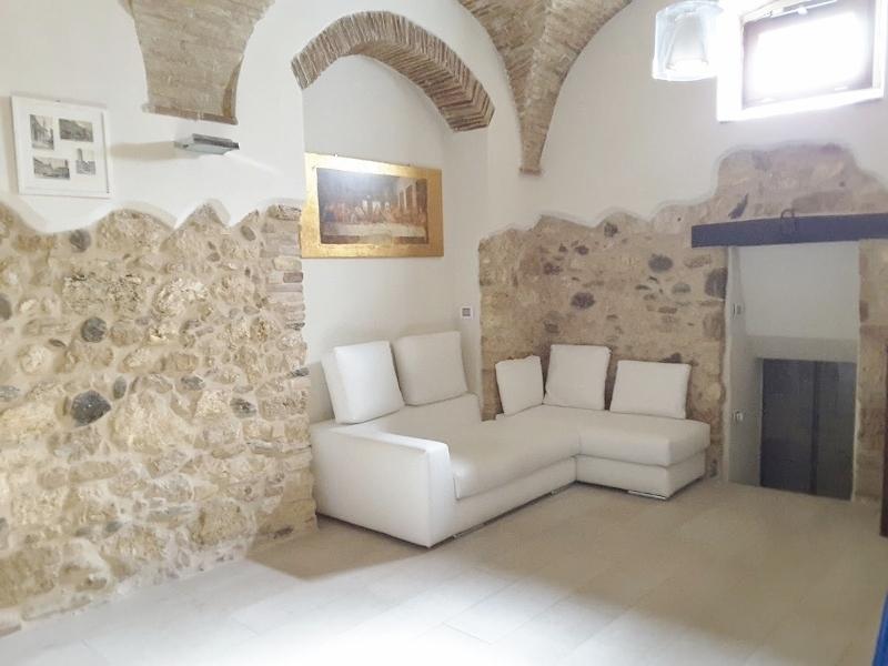 Casa Indipendente in ottime condizioni in vendita Rif. 8028269