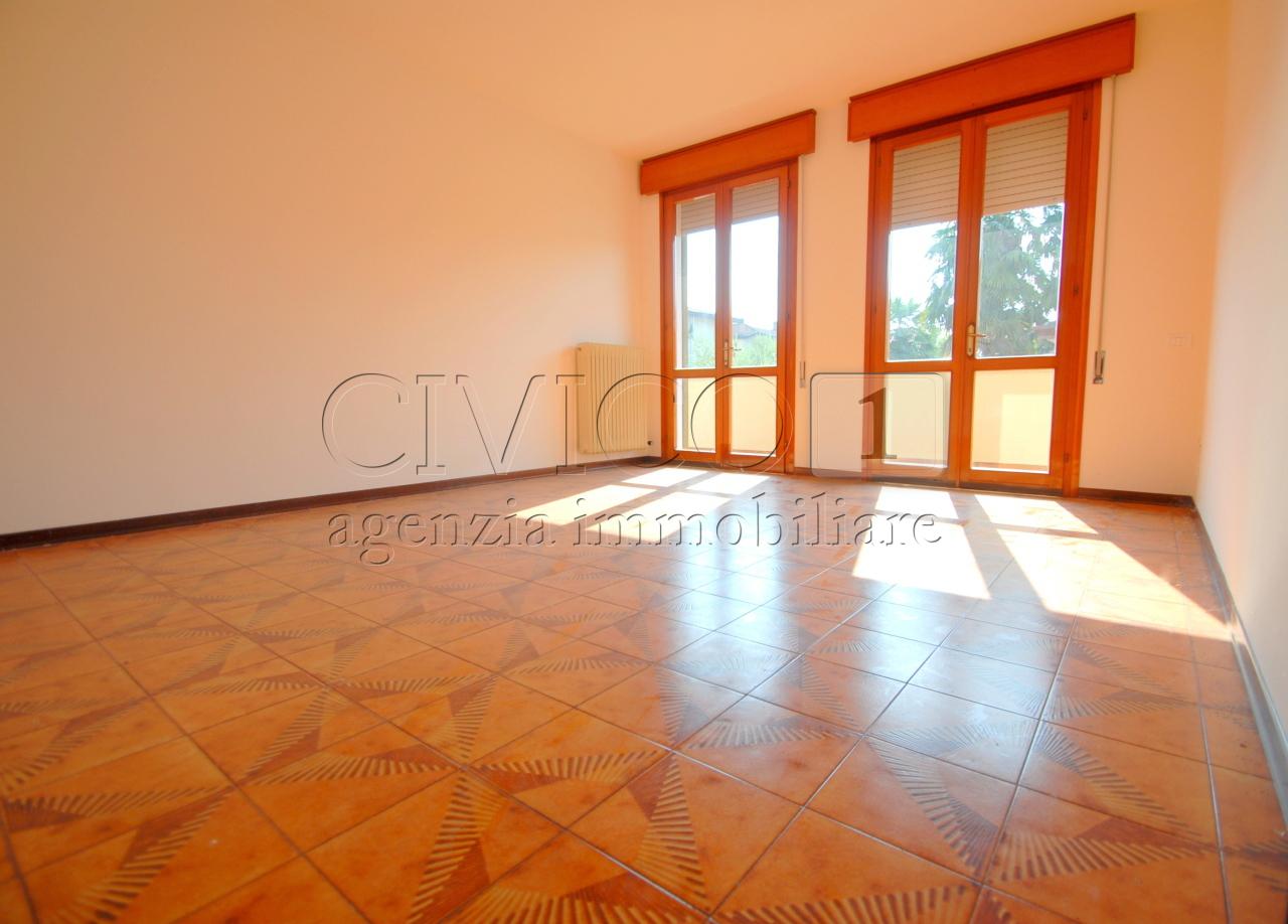 Appartamento ristrutturato in affitto Rif. 9389021