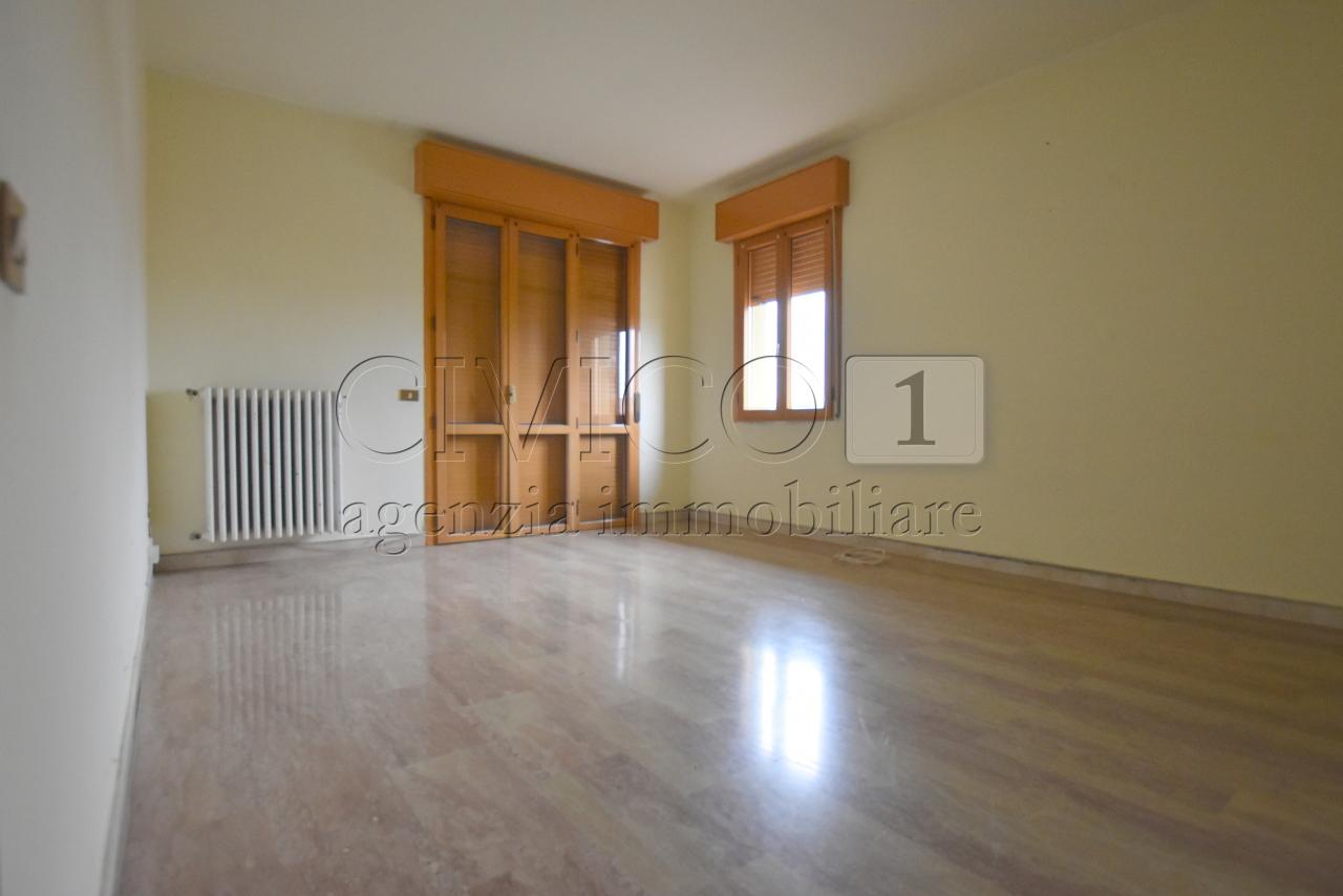 Appartamento in buone condizioni in affitto Rif. 8996863
