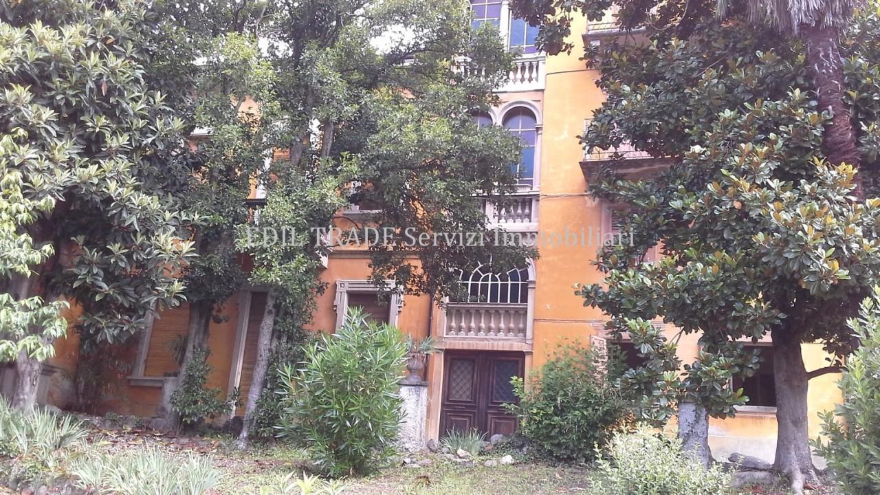 Villa in Vendita a Berbenno di Valtellina