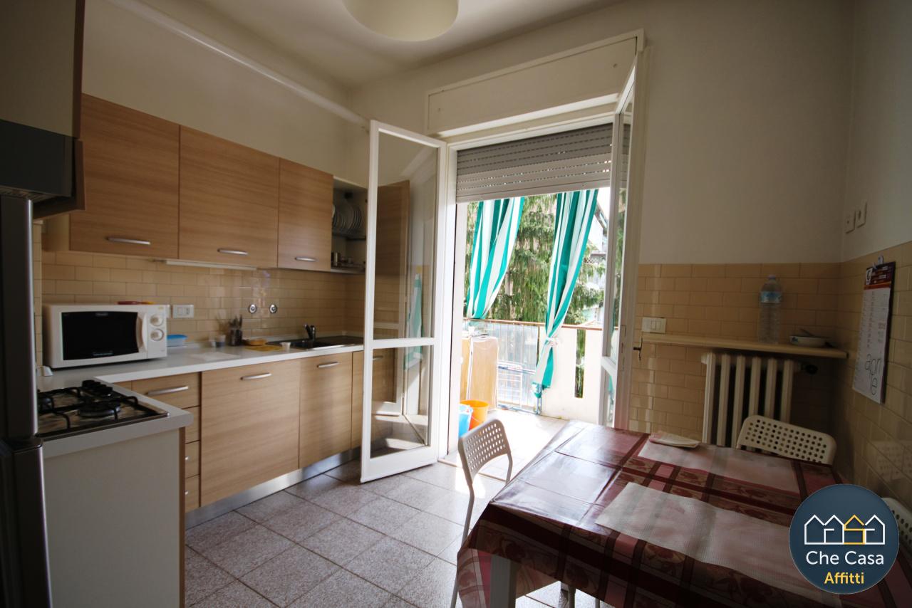 Stanza / posto letto in buone condizioni arredato in affitto Rif. 10695071