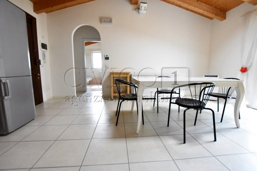 Appartamento in ottime condizioni arredato in affitto Rif. 8633174